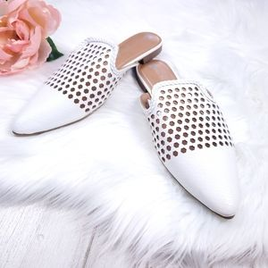 Sz 9 Big Buddha White Woven Closed toe flat shoes